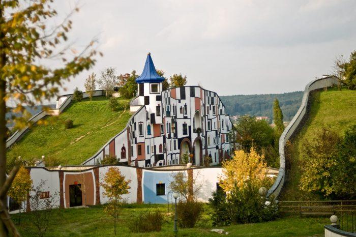 Adventni Gradec in arhitektura Hundertwasserja